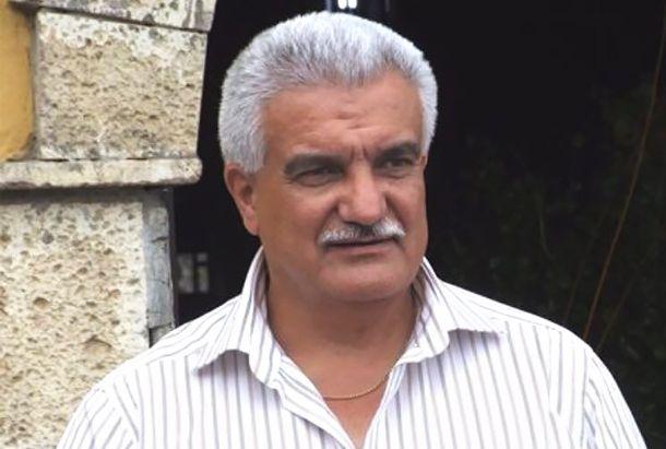 Alberto Morales secretario